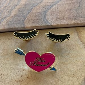 Too faced eyelashes and heart pin duo